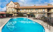 Key inn and Suites Tustin - Pool at the in
