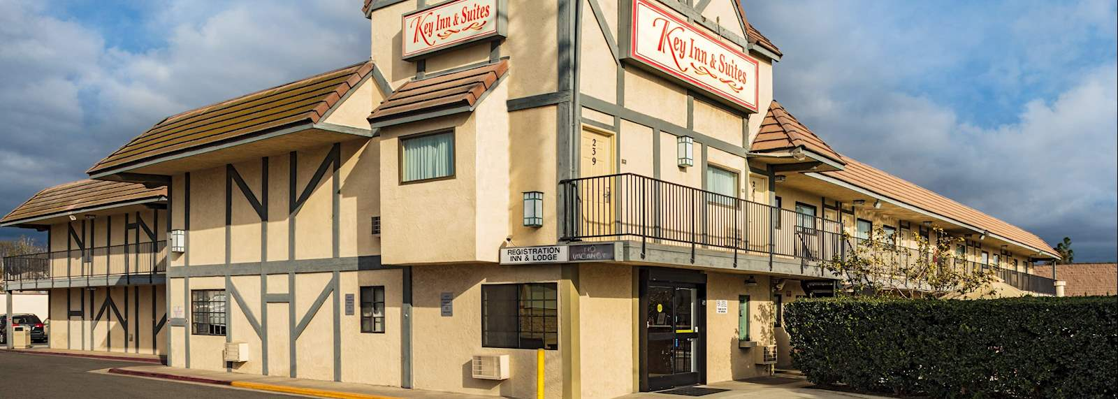 Key inn and suites Tustin - Exterior