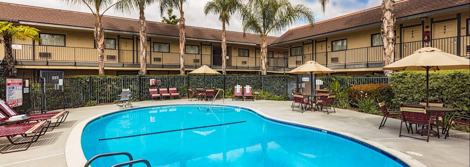 Key inn and suites Tustin - Pool at the lodge