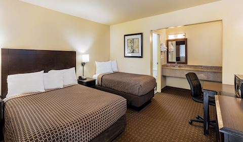 Key Inn and Suites, Tustin One Queen Accessible