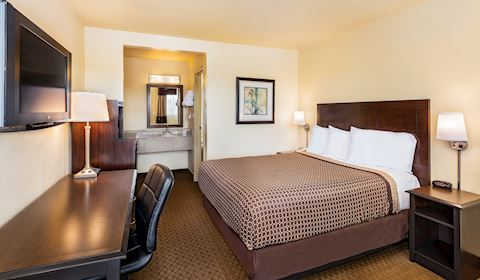One Queen Bed at Key Inn and Suites, Tustin