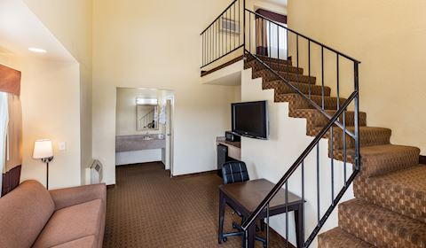 Tower Suite in Key Inn and Suites, Tustin